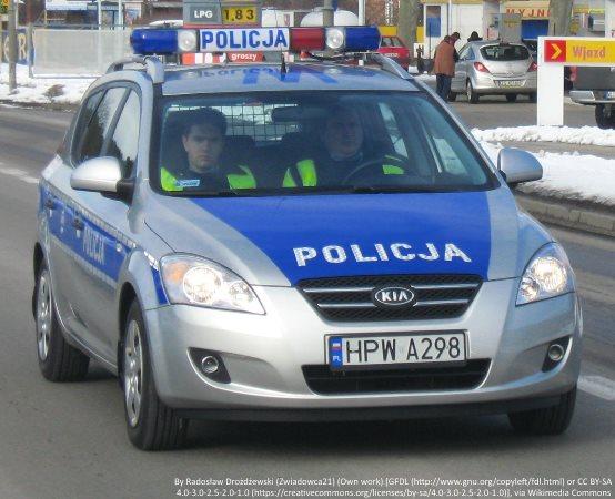 Policja Słupsk: Znakowanie rowerów i promocja zawodu policjanta podczas kobylnickiej wyprzedaży garażowej.