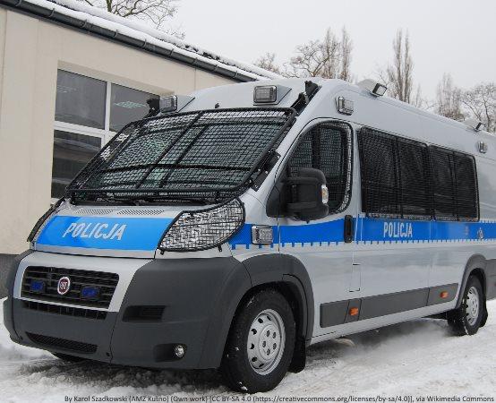 Policja Słupsk: Policjanci z Ustki otrzymali defibrylator AED