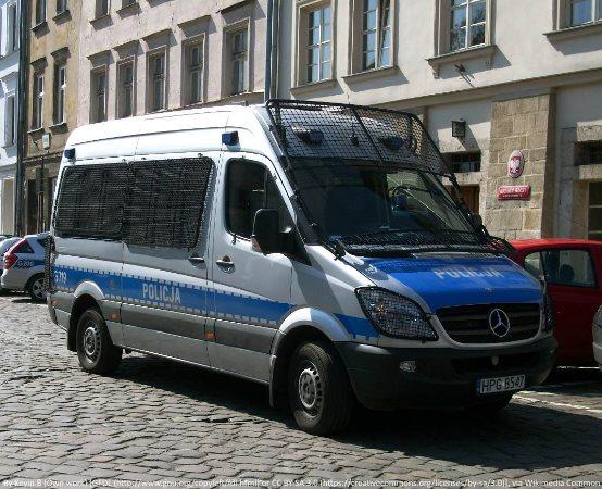Policja Słupsk: Złodzieja nagrał monitoring - Policjanci poszukują sprawcy kradzieży paliwa