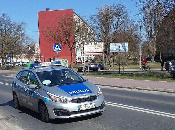 Policja Słupsk: Policjanci wyjaśniają okoliczności wczorajszych wypadków i ponawiają apel o ostrożność na drodze